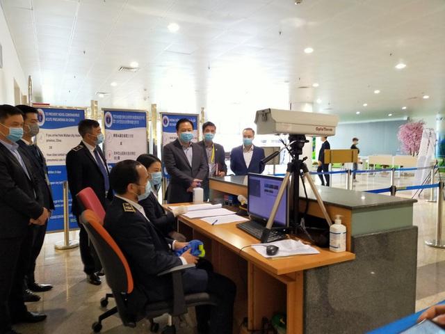 Đưa hơn 1.000 khách Trung Quốc bị kẹt bởi dịch Covid-19 từ Đà Nẵng, Nha Trang, Phú Quốc về nước  - Ảnh 4.