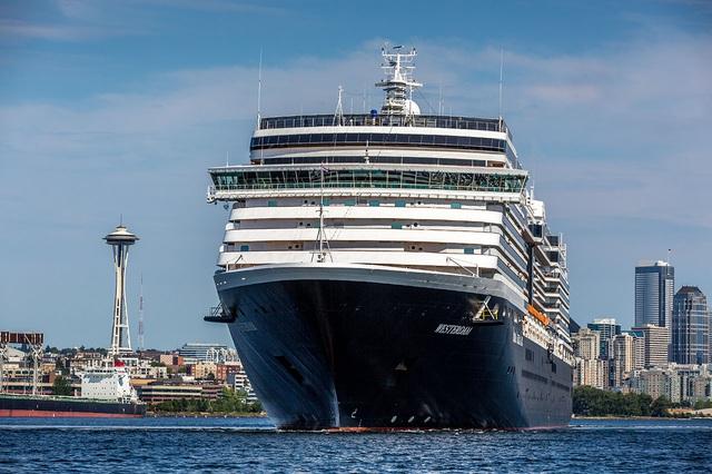 Tàu du lịch số nhọ bị 5 nước cấm nhập cảnh cuối cùng cũng được đồng ý cập cảng Campuchia - Ảnh 3.
