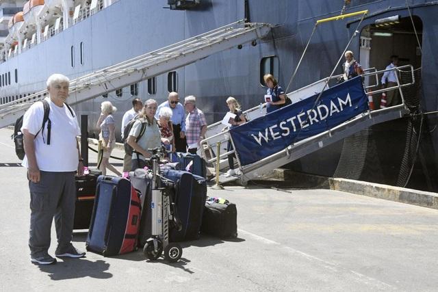 Malaysia cấm bay với khách trên du thuyền Westerdam sau khi phát hiện có người nhiễm Covid-19 - Ảnh 1.