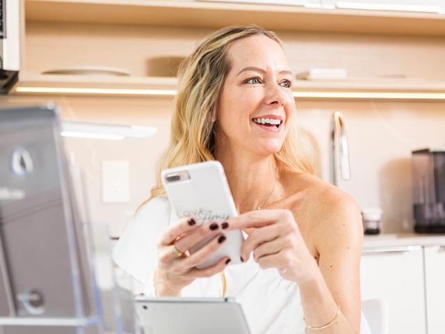 'Mạo danh' khách hàng, 'thả thính' hộ trên app hẹn hò thu bộn tiền: Không phải cứ dùng ứng dụng là có người yêu, bạn còn phải có 'bài'! - Ảnh 1.