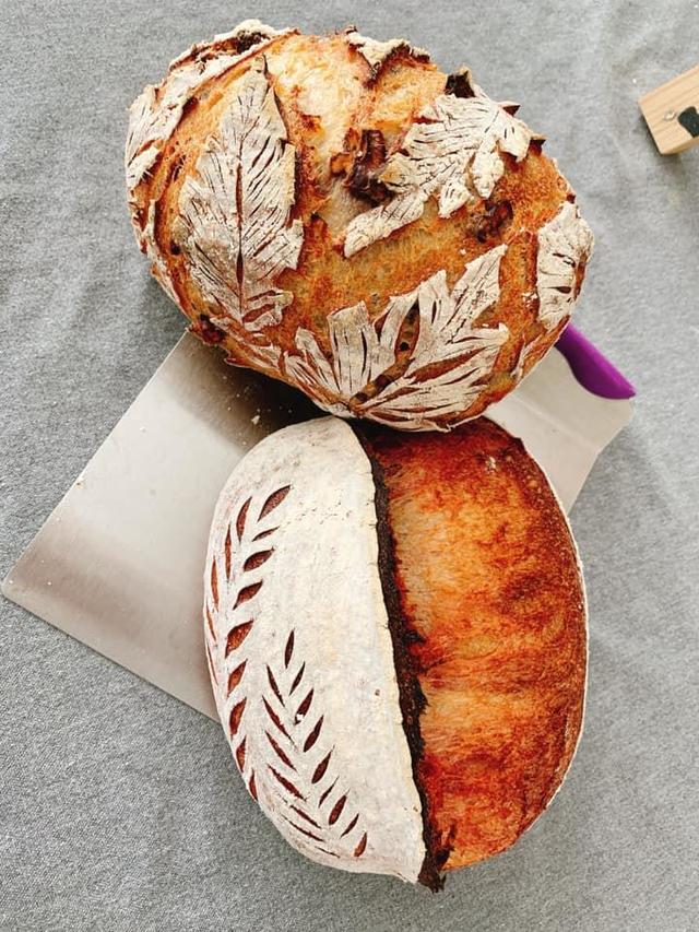 Chị em đua nhau khoe bánh mì thanh long tự làm - Ảnh 2.