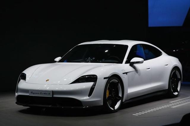 Ca ngợi xe điện của Tesla nhưng lại tiết lộ mới mua 1 chiếc Porsche Taycan, Bill Gates vừa bị Elon Musk công khai móc mỉa - Ảnh 1.