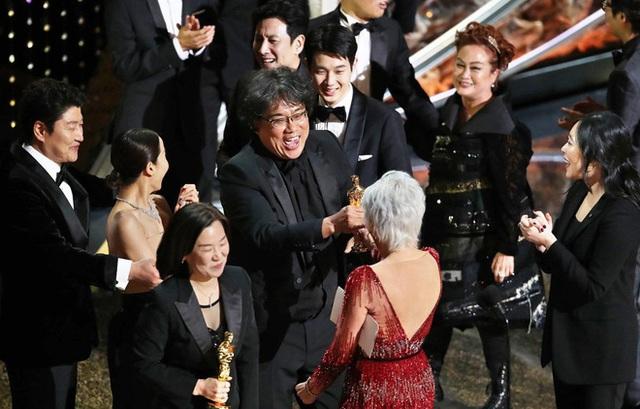 Thắng lớn ở Oscars 2020, Parasite tiếp tục thiết lập kỷ lục doanh thu phòng vé mới, kiếm thêm gần 9 triệu USD chỉ trong 1 tuần - Ảnh 1.