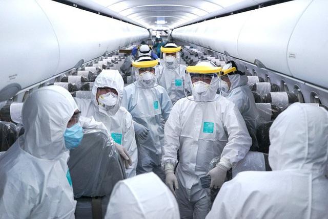 Thông tin mới về sức khỏe tổ bay thực hiện chuyến bay đến Vũ Hán - Ảnh 1.