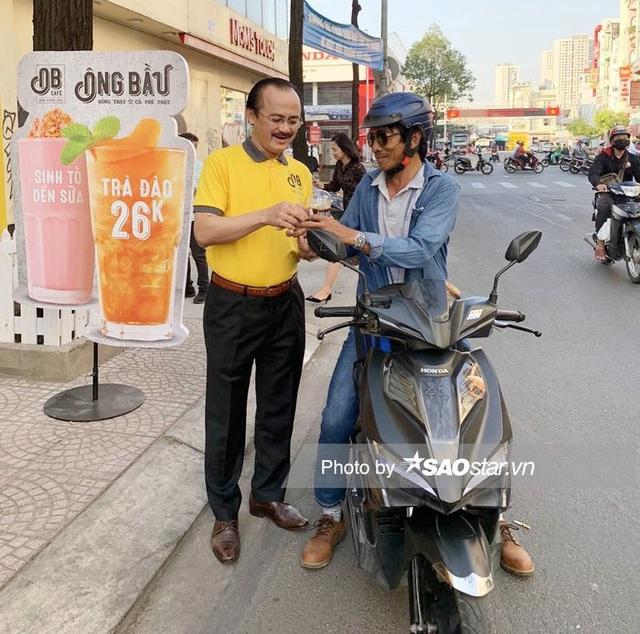 Cà phê Ông Bầu của Bầu Đức, Bầu Thắng chính thức khai trương: Giá chỉ 16.000 đồng/ly, mỗi ly bán ra sẽ góp 1.000 đồng vào quỹ phát triển tài năng Việt - Ảnh 1.