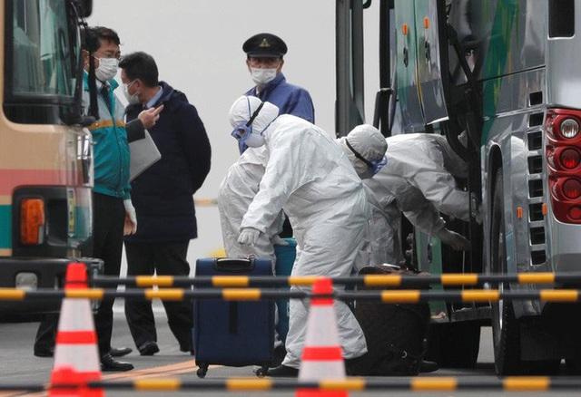 Covid-19: Thêm 118 người thiệt mạng, nỗi lo virus gia tăng bên ngoài Trung Quốc đại lục - Ảnh 1.