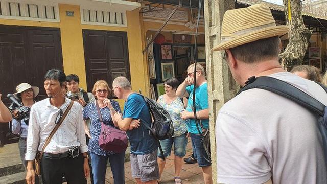 Chủ tịch tỉnh nói tiếng Anh lưu loát với khách Tây, khẳng định: Quảng Nam chưa ghi nhận ca bệnh nào nhiễm Covid 19 - Ảnh 1.