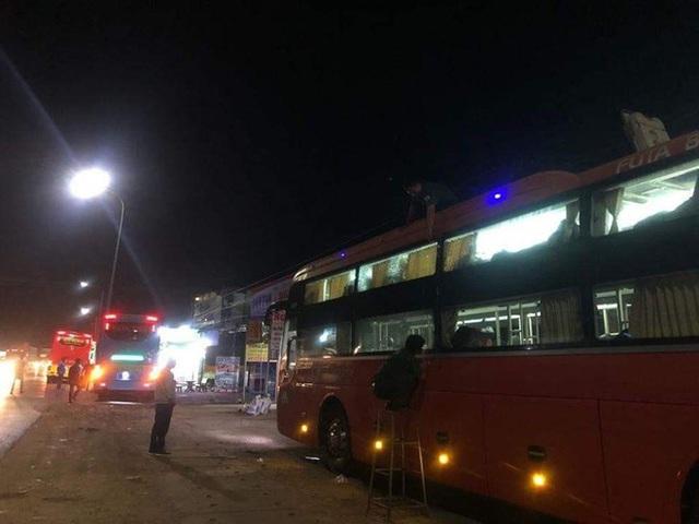 Hàng loạt xe khách Phương Trang, Phước Thiện, Cúc Tùng... bị người lạ ném đá vỡ kính trong đêm ở Đồng Nai - Ảnh 2.