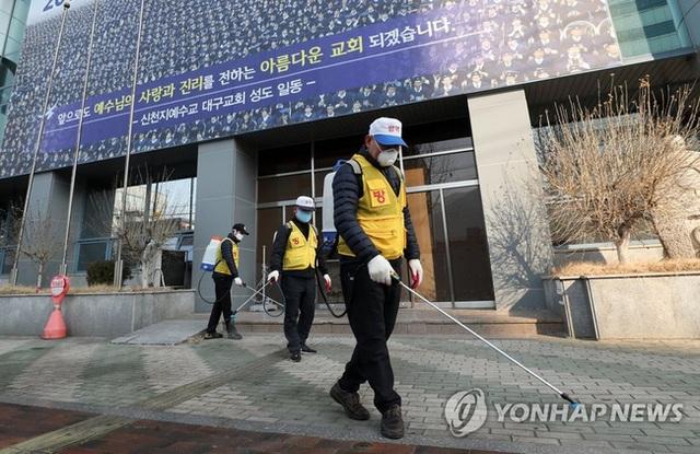 Bệnh nhân siêu lây nhiễm ở Hàn Quốc lần đầu tiên lên tiếng sau khi khiến hơn 9.000 tín đồ Shincheonji có nguy cơ nhiễm Covid-19 - Ảnh 3.