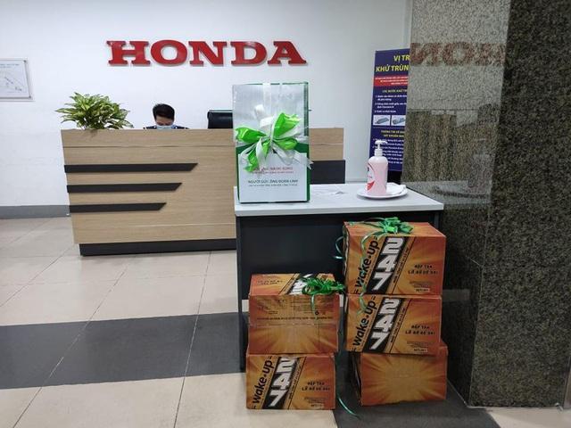 """Không sợ bị kiện, Pega tiếp tục """"cà khịa"""" Honda: Gửi """"tâm thư"""" chê thiết kế của đối thủ, tặng 10 thùng cafe Wake-up 24/7 để Honda """"tỉnh thức"""" chính mình - Ảnh 3."""