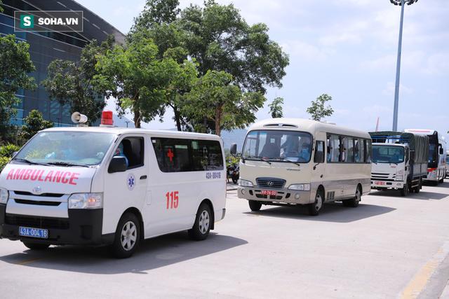 Đà Nẵng kiên trì thuyết phục đoàn khách Hàn Quốc vào khu cách ly - Ảnh 2.