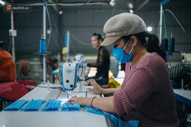 Một phụ huynh ở Hà Nội bỏ hơn 200 triệu may 40.000 khẩu trang phát miễn phí cho bà con và những điều tử tế tiếp nối - Ảnh 4.