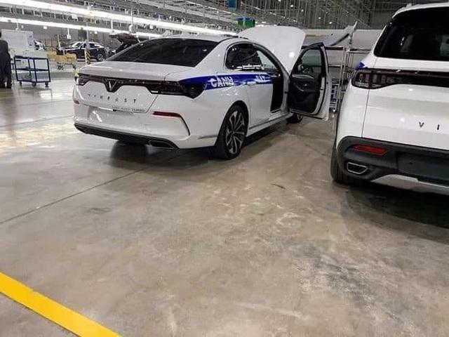 VinFast lắp thử nghiệm xe chuyên dụng cho Cảnh sát giao thông Việt Nam? - Ảnh 1.