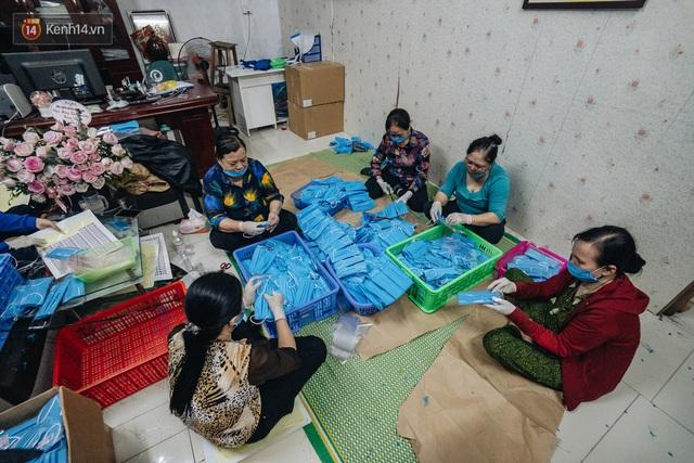 Một phụ huynh ở Hà Nội bỏ hơn 200 triệu may 40.000 khẩu trang phát miễn phí cho bà con và những điều tử tế tiếp nối - Ảnh 11.