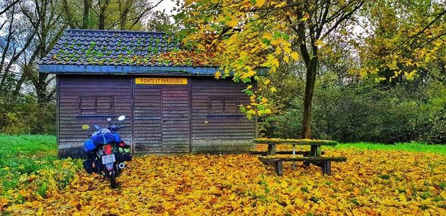 Phượt thủ Trần Đặng Đăng Khoa kỉ niệm 1000 ngày vòng quanh thế giới bằng xe cà tàng - Ảnh 9.