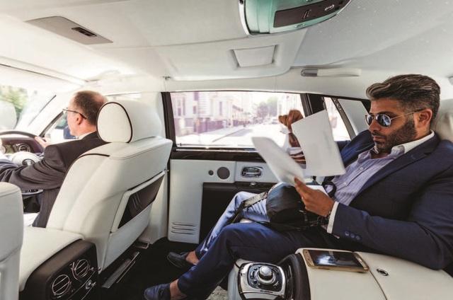 Tâm sự 'thầm kín' của tài xế Rolls-Royce cho giới nhà giàu: Phải lái xe như một quý ông, chỉ được đeo cà vạt xanh/đen và không nhiều chuyện! - Ảnh 3.