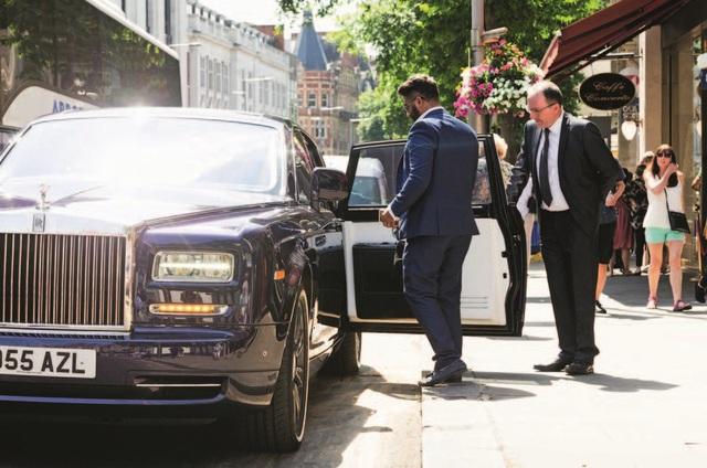 Tâm sự 'thầm kín' của tài xế Rolls-Royce cho giới nhà giàu: Phải lái xe như một quý ông, chỉ được đeo cà vạt xanh/đen và không nhiều chuyện! - Ảnh 4.