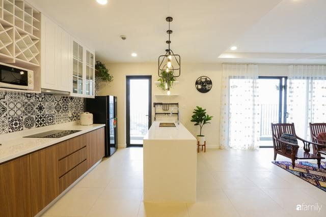 Ngắm căn hộ chung cư có view nhìn thẳng ra hồ Tây theo phong cách vintage tối giản, thoáng mát ai nhìn cũng mê - Ảnh 2.