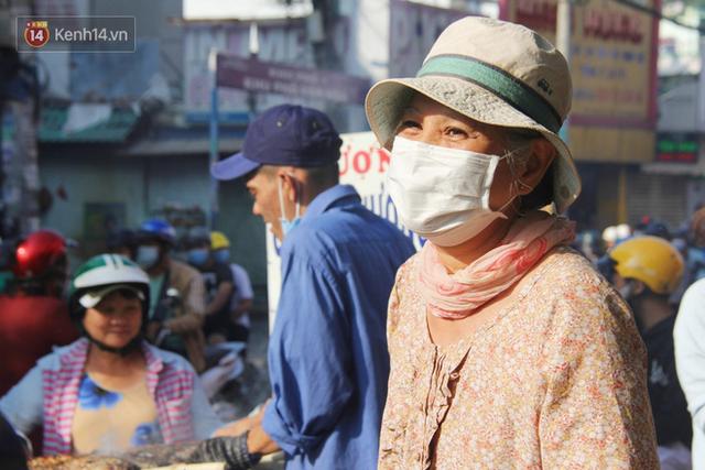 2.000 con cá lóc nướng bán sạch trong một buổi sáng, nhiều gia đình ở Sài Gòn kiếm tiền khủng trong ngày vía Thần tài - Ảnh 15.