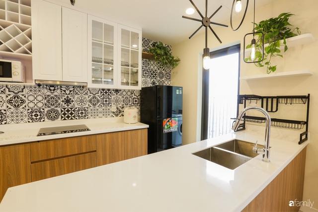 Ngắm căn hộ chung cư có view nhìn thẳng ra hồ Tây theo phong cách vintage tối giản, thoáng mát ai nhìn cũng mê - Ảnh 4.