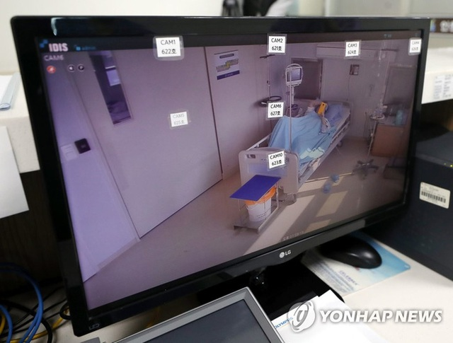Bệnh nhân nhiễm virus đầu tiên của Hàn Quốc chữa trị gần 1 tháng vẫn chưa khỏi bệnh gửi thư cho đội ngũ y tế từ trong phòng cách ly - Ảnh 1.