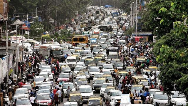 Đợi chờ là hạnh phúc: Ở Mumbai nếu dừng đèn đỏ mà bấm còi vượt mức 85 decibel thì mời bạn kiên nhẫn và đợi đèn...đếm ngược lại từ đầu - Ảnh 5.