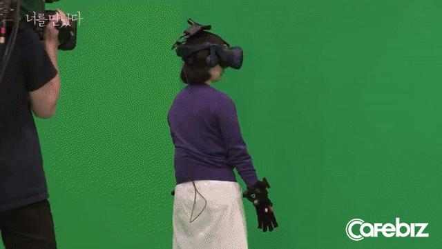 Cuộc gặp gỡ đầy nước mắt của người mẹ với con gái đã mất bằng công nghệ VR gây tranh cãi: Nhân đạo hay bi thảm? - Ảnh 5.