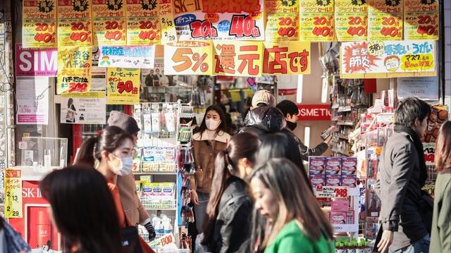 Virus, thiên tai, thuế hợp lực đẩy Nhật Bản vào suy thoái - Ảnh 4.
