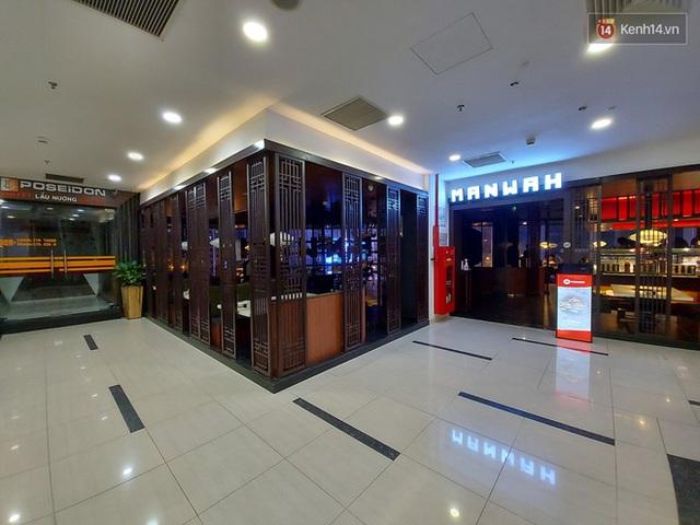 Nhiều nhà hàng ở Hà Nội đồng loạt đóng cửa tạm thời, các trung tâm thương mại vắng vẻ: tinh thần phòng tránh dịch bệnh nâng cao hơn bao giờ hết - Ảnh 1.