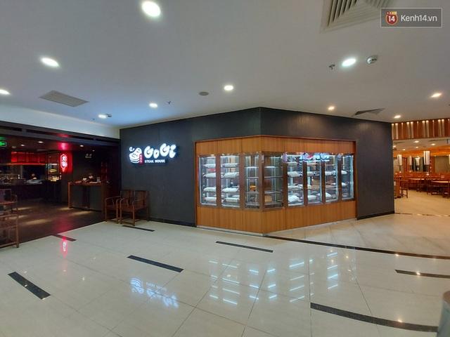 Nhiều nhà hàng ở Hà Nội đồng loạt đóng cửa tạm thời, các trung tâm thương mại vắng vẻ: tinh thần phòng tránh dịch bệnh nâng cao hơn bao giờ hết - Ảnh 13.