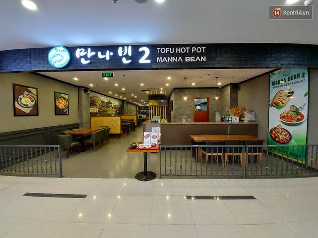 Nhiều nhà hàng ở Hà Nội đồng loạt đóng cửa tạm thời, các trung tâm thương mại vắng vẻ: tinh thần phòng tránh dịch bệnh nâng cao hơn bao giờ hết - Ảnh 14.