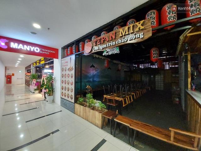 Nhiều nhà hàng ở Hà Nội đồng loạt đóng cửa tạm thời, các trung tâm thương mại vắng vẻ: tinh thần phòng tránh dịch bệnh nâng cao hơn bao giờ hết - Ảnh 4.