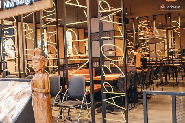 Nhiều nhà hàng ở Hà Nội đồng loạt đóng cửa tạm thời, các trung tâm thương mại vắng vẻ: tinh thần phòng tránh dịch bệnh nâng cao hơn bao giờ hết - Ảnh 6.