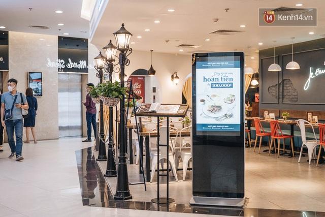 Nhiều nhà hàng ở Hà Nội đồng loạt đóng cửa tạm thời, các trung tâm thương mại vắng vẻ: tinh thần phòng tránh dịch bệnh nâng cao hơn bao giờ hết - Ảnh 8.