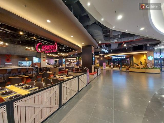 Nhiều nhà hàng ở Hà Nội đồng loạt đóng cửa tạm thời, các trung tâm thương mại vắng vẻ: tinh thần phòng tránh dịch bệnh nâng cao hơn bao giờ hết - Ảnh 9.