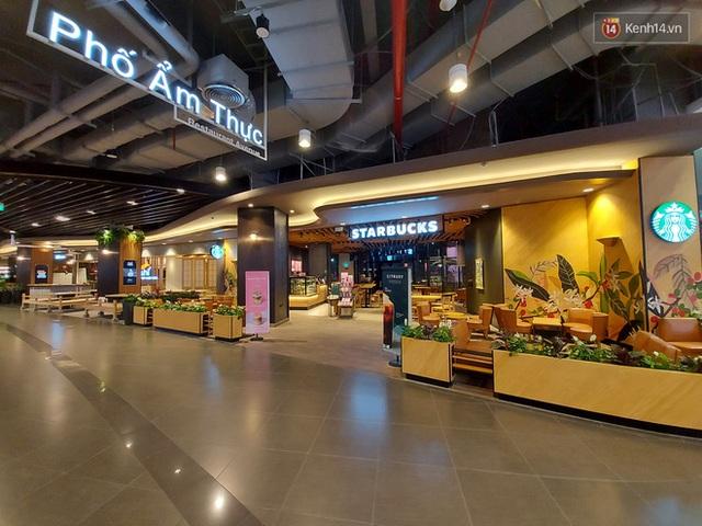 Nhiều nhà hàng ở Hà Nội đồng loạt đóng cửa tạm thời, các trung tâm thương mại vắng vẻ: tinh thần phòng tránh dịch bệnh nâng cao hơn bao giờ hết - Ảnh 10.