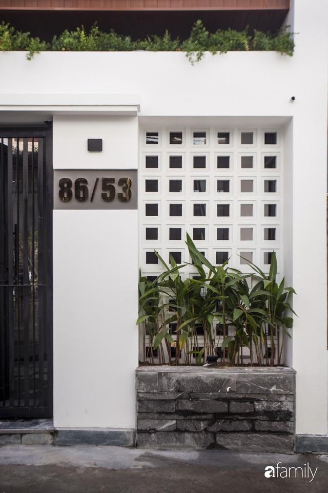 Ngôi nhà 2,5 tầng được áp dụng phong cách tối giản ở Đà Nẵng - Ảnh 1.