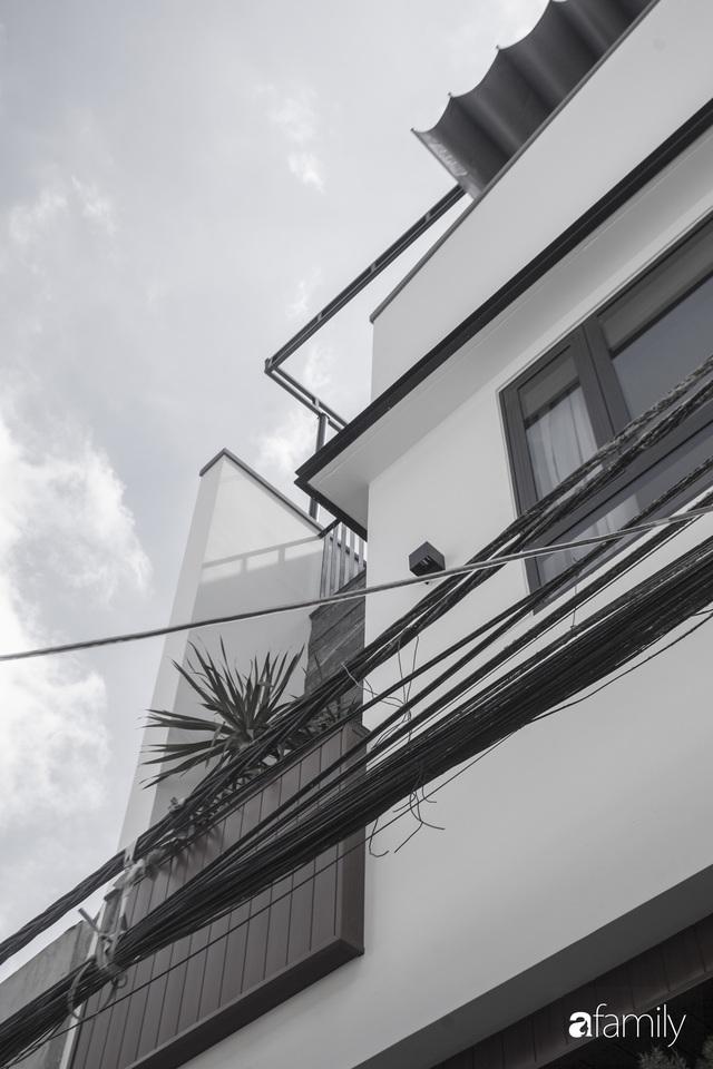 Ngôi nhà 2,5 tầng được áp dụng phong cách tối giản ở Đà Nẵng - Ảnh 2.