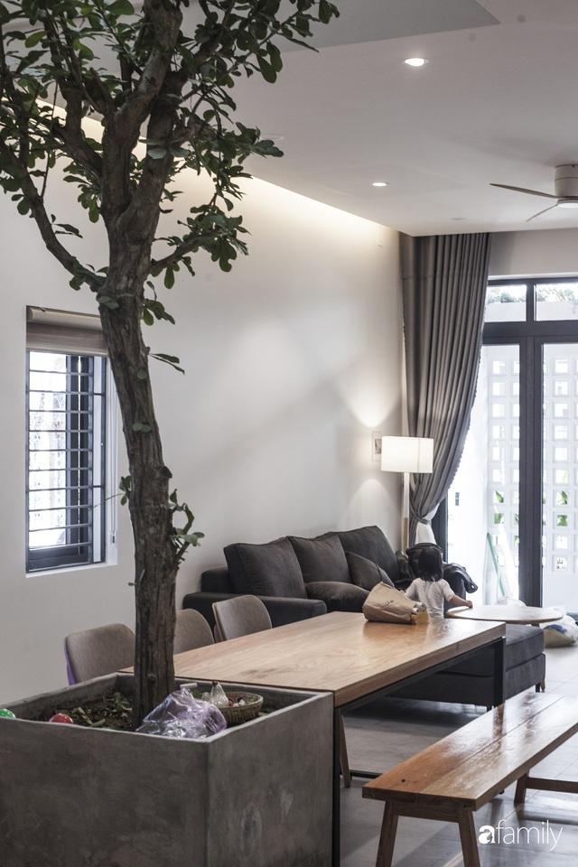 Ngôi nhà 2,5 tầng được áp dụng phong cách tối giản ở Đà Nẵng - Ảnh 3.
