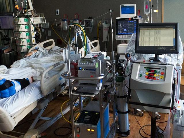 Vietsub: Máy trao đổi oxy qua màng ngoài cơ thể cứu sống bệnh nhân Covid-19 như thế nào? - Ảnh 4.