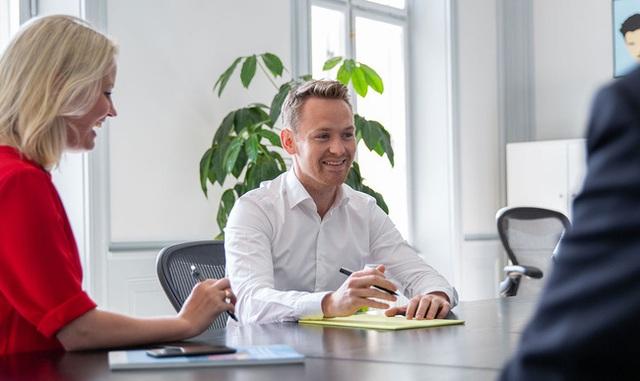 Văn hoá làm việc tại Đan Mạch: Sếp không phải rốn vũ trụ, đúng 4h chiều nhân viên xách túi về nhưng vẫn đảm bảo năng suất! - Ảnh 1.