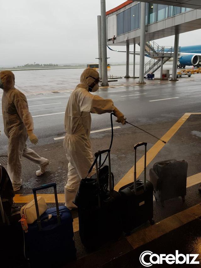 Câu chuyện của hành khách trên chuyến bay cuối cùng rời khỏi châu Âu: Điều quan trọng nhất không phải là bị nhiễm Covid-19 hay không, mà là có về được Việt Nam hay không! - Ảnh 4.