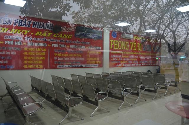 Bến xe ở Hà Nội vắng tanh vì ảnh hưởng của dịch Covid-19, nhà xe ra tận đường chèo kéo khách - Ảnh 5.