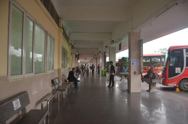 Bến xe ở Hà Nội vắng tanh vì ảnh hưởng của dịch Covid-19, nhà xe ra tận đường chèo kéo khách - Ảnh 9.