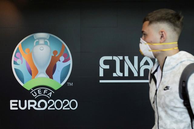 Truyền thông thế giới sốt vì EURO lẫn Copa America 2020 cùng bị hoãn  - Ảnh 1.