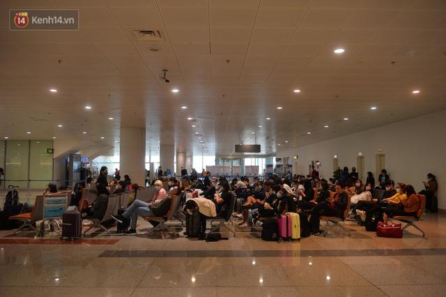 Ảnh: Cận cảnh quy trình lấy mẫu xét nghiệm Covid-19 trực tiếp tại sân bay Nội Bài - Ảnh 1.