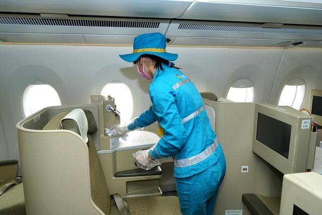 Vệ sinh khử trùng trên mỗi chuyến bay như thế nào để phòng dịch Covid-19? - Ảnh 7.