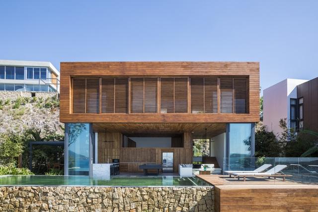Biệt thự nghỉ dưỡng hình hộp gỗ trên ngọn đồi hướng biển ở Nha Trang - Ảnh 2.