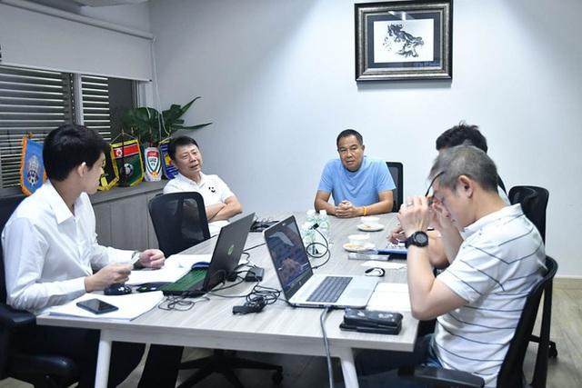 Sếp Thái Lan họp khẩn, tuyển Trung Quốc vạ lây, nguy cơ vỡ toàn bộ kế hoạch vì Covid-19 - Ảnh 1.