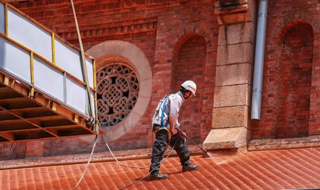 Nhà thờ Đức Bà sau 2 năm trùng tu, dần lộ diện lớp áo mới - Ảnh 4.